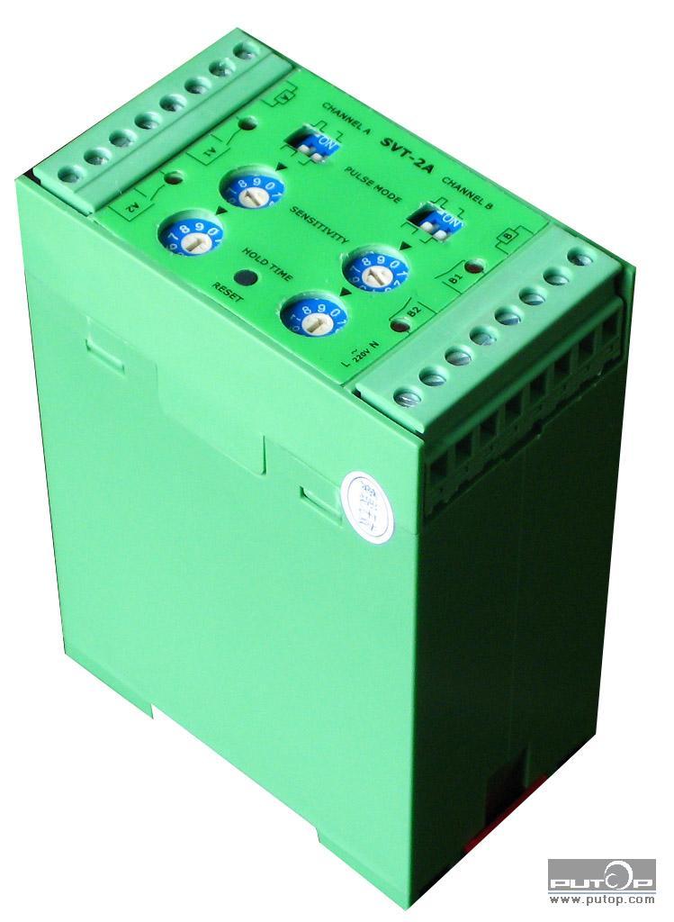 MKE-CJ02-L车检器(原SVT-2A型) MKE-CJ02-L是两通道的智能环路感应器,用于检测车辆,自行车等金属物,适用于停车场,公路车辆收费站以及信号灯控制系统等。MKE-CJ02-L采用了最先进的微处理器技术,可以满足各种使用环境下的应用。当金属物通过埋设在路面下的线圈时,由于金属导体会改变线圈的电感量,MKE-CJ02-L环路感应器就是通过探测线圈电感量的变化来探测到金属物。